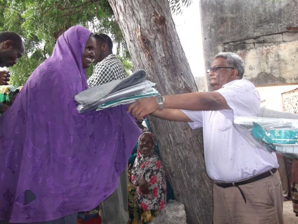 distribution of non food items for IDPs families in Mogadishu