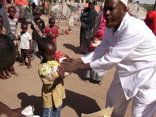 Food distribution for vulnerable children in Somalia